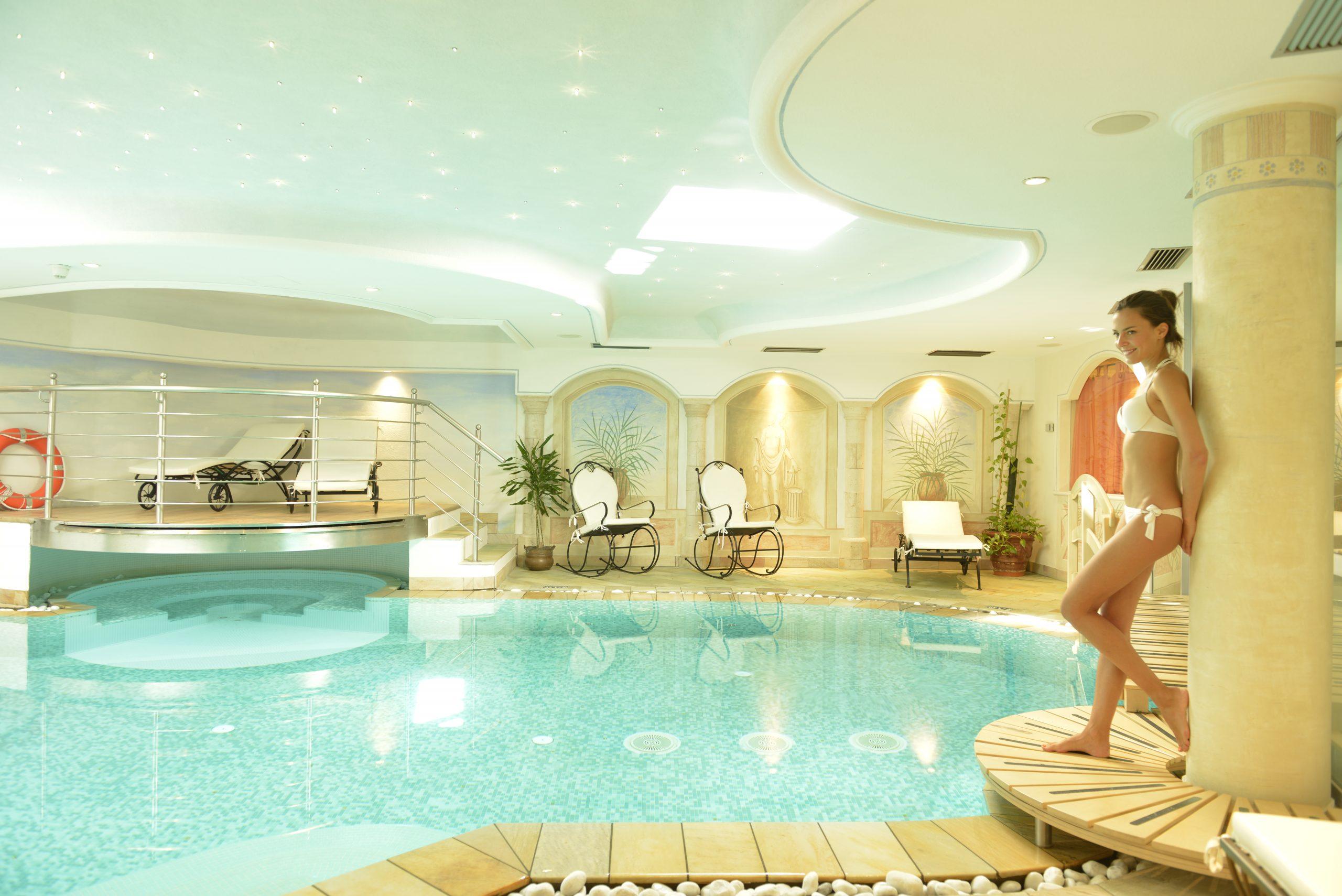 piscina e centro benessere dell'hotel alle alpi beauty e relax