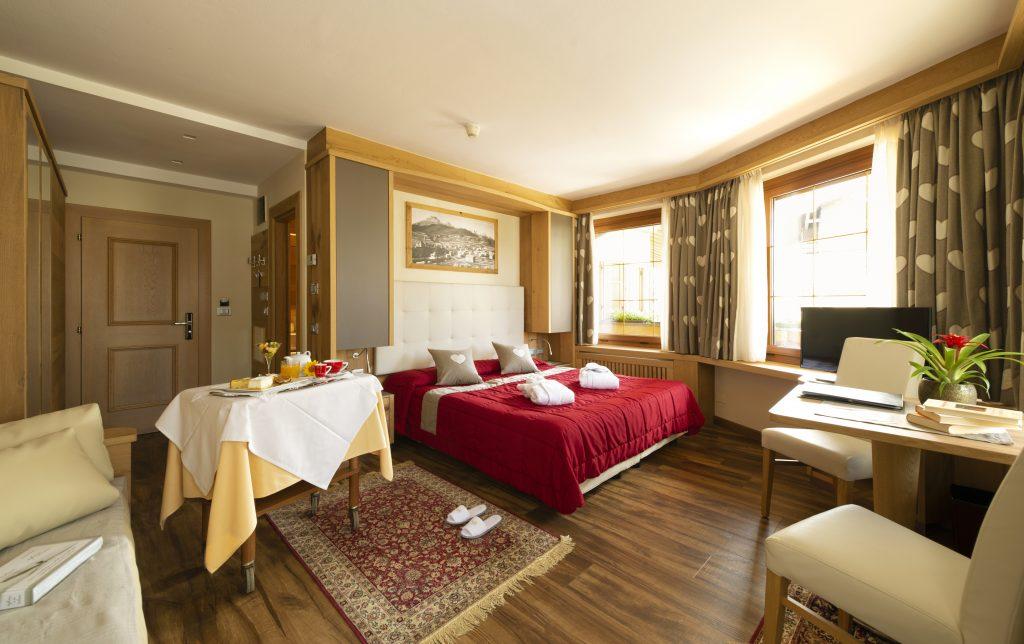 camera matrimoniale comfort all'hotel alle alpi a moena