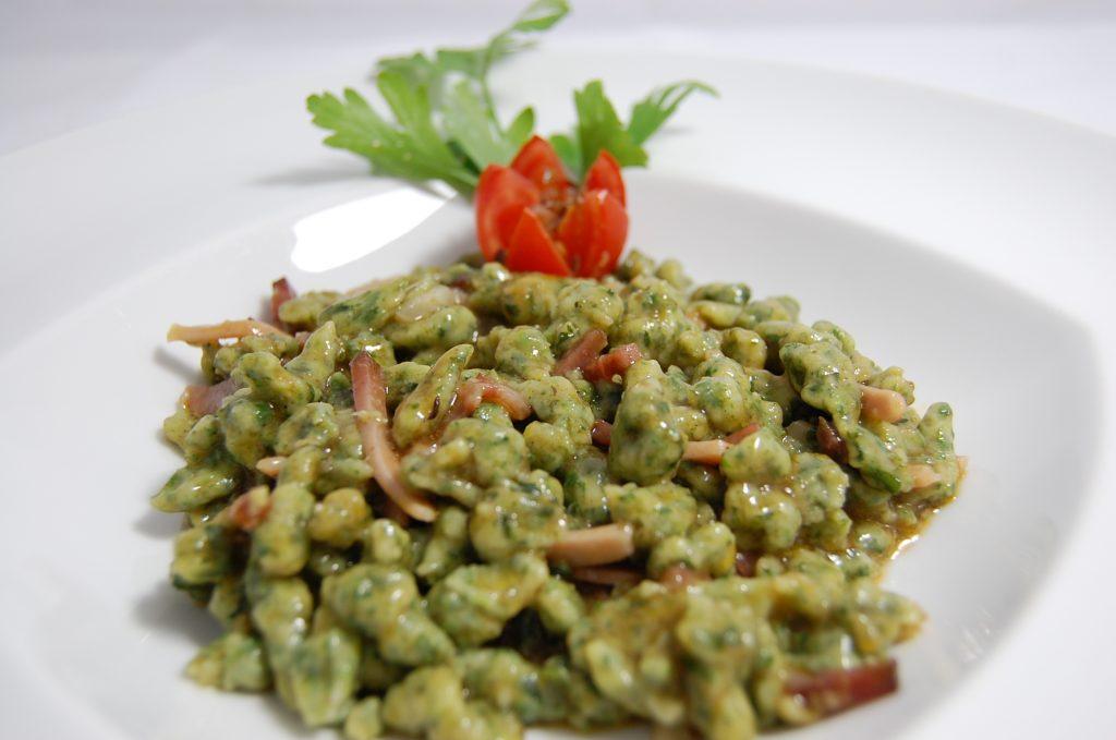 spatzle piatto tipico trentino preparato all'Hotel Alle Alpi