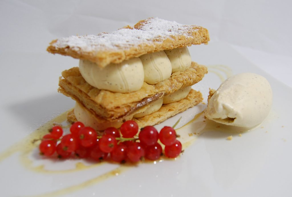 millefoglie con crema chantilly preparata dallo chef dell'Hotel Alle Alpi