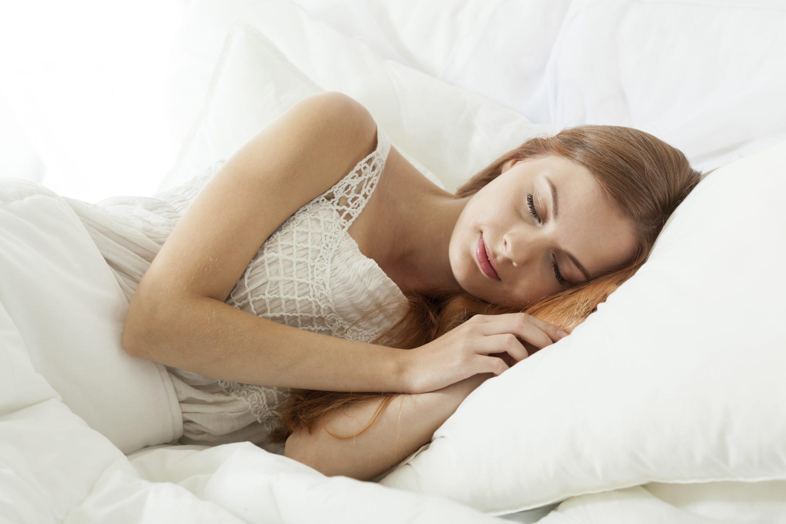 donna che riposa presso l'hotel alle alpi beauty e relax
