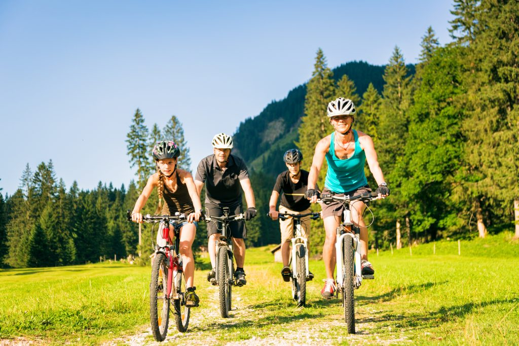 Familienaktivitäten in den Bergen in den Dolomiten