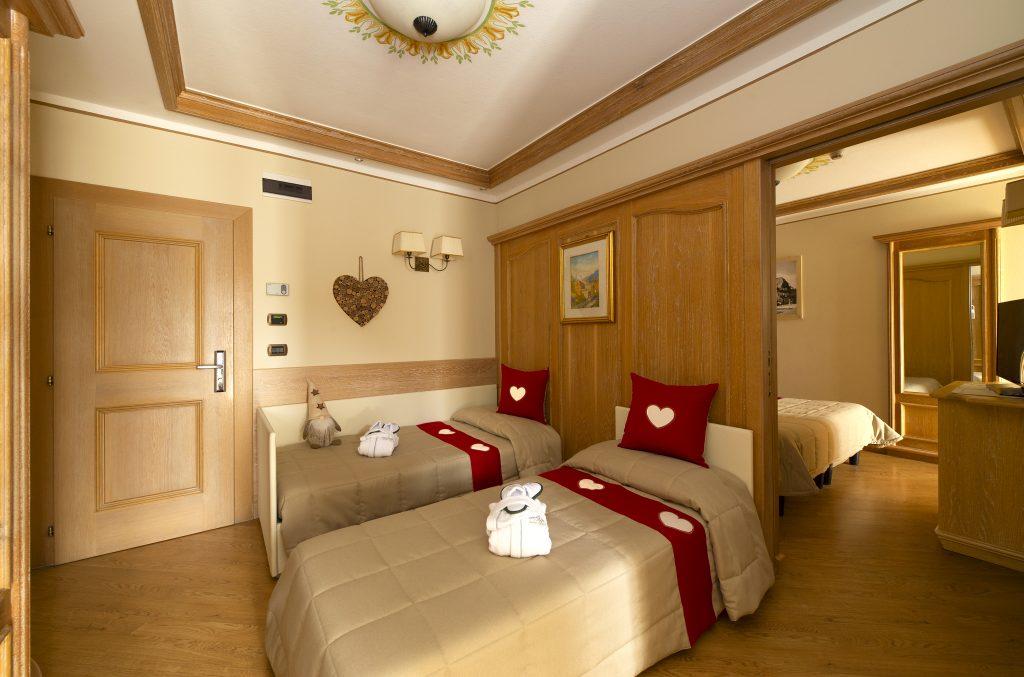 camera doppia dell'hotel alle alpi beauty e relax a quattro stelle con piscina