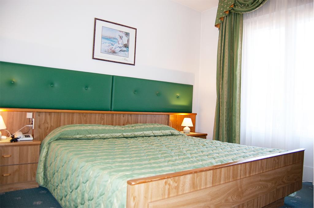 camera matrimoniale di una stanza del bed and breakfast villa ursula