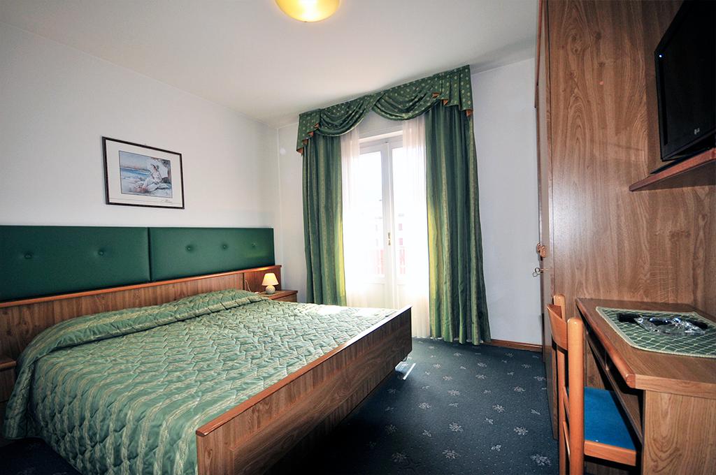 double room of the b&b villa ursula in val di fassa
